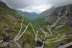 Trollstigen nationell väg arkivbild