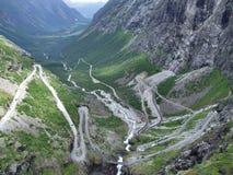 Trollstigen - slingerend bergweg Stock Foto