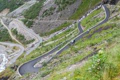 Trollstigen trolls vandringsled, slingrande bergväg i Norwa Royaltyfria Bilder
