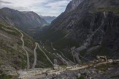 Trollstigen viewing platforma - błyszczki ścieżki Halna droga w Norwegia Fotografia Stock
