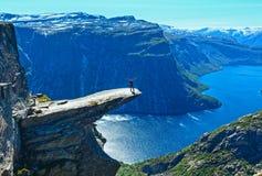 Trolltunga夏天视图(挪威)。 库存照片