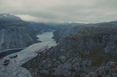 Trolltunga em Noruega fotografia de stock