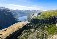 Trolltunga, Odda, Noruega (2014) foto de archivo