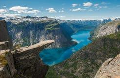 Trolltunga, rocha da lingüeta da pesca à corrica, Noruega Foto de Stock Royalty Free