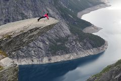 Trolltunga tourist Royalty Free Stock Photography