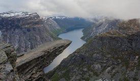 Trolltunga, Zungenfelsen der Schleppangel s, Norwegen Lizenzfreie Stockbilder