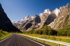 Trollveggen den mest högväxta vertikala bergframsidan i Europa sett f fotografering för bildbyråer