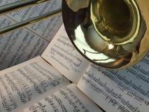 Trombón de cobre amarillo y música clásica 8 Fotos de archivo libres de regalías
