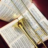 Trombón de cobre amarillo y música clásica 10 Imagenes de archivo