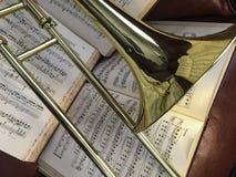 Trombón de cobre amarillo y música clásica 5 Foto de archivo