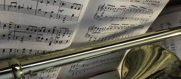 Trombón de cobre amarillo y música clásica 390 Imágenes de archivo libres de regalías