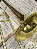 Trombón de cobre amarillo y música clásica 5b Fotos de archivo