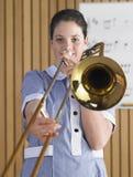 Trombón que juega femenino Imagenes de archivo