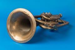 Trombeta dourada velha imagem de stock