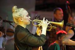 Trombettista femminile Fotografia Stock