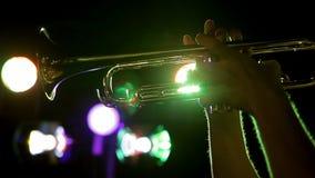 Trombon på bakgrundsljusen lager videofilmer