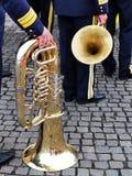 Trombone bij de voet van de militairen stock afbeeldingen
