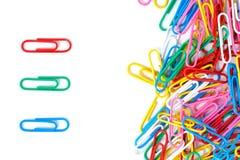 Trombones colorés d'isolement photographie stock