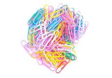 Trombones colorés sur un fond blanc Approvisionnements d'école papeterie photo libre de droits