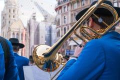 Trombonespeler in Muziekfestival, in Wenen, Oostenrijk stock afbeelding