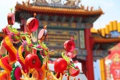 Trommel is de kleurrijke stuk speelgoed draak gunstig in Chinees Royalty-vrije Stock Foto's