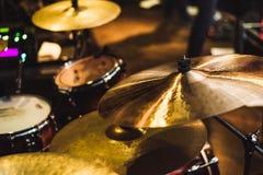 Trommel eingestellt an einem Rockkonzert Trommelmusikplatte und musikalische Trommel lizenzfreies stockfoto