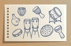 Trommeln eingestellt perkussionen Musikhupe stellte 3 ein Karikatur polar mit Herzen Lizenzfreie Stockfotos