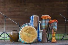 Trommeln mit thailändischem traditionellem Stoßmusikinstrument für retr Lizenzfreie Stockbilder