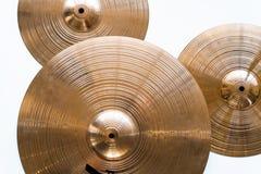Trommelplaat, drumstel op een witte achtergrond, muzikale klankbekkens hoogste mening royalty-vrije stock afbeeldingen
