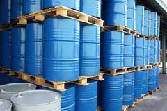 Trommels voor chemische vloeistoffen stock fotografie