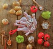 Trommelstock mit Kartoffel, Zwiebel und grünem Paprika lizenzfreie stockfotos