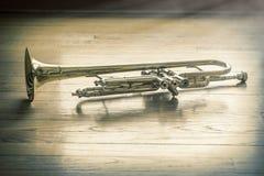Trompet Houten Vloer Royalty-vrije Stock Afbeeldingen