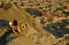Trompeta en la playa Imagen de archivo libre de regalías