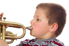 Trompeta que sopla del muchacho Foto de archivo libre de regalías