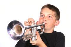 Trompeta que sopla del niño Imagen de archivo