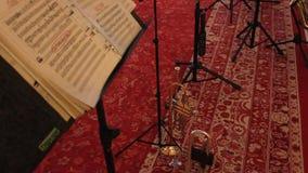 Trompeta y notas musicales almacen de video