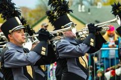 Trompetas de la banda en el desfile de Philly Foto de archivo