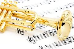 Trompete- und Blattmusik. Stockbilder