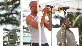 Trompeter auf Stufe stock video footage