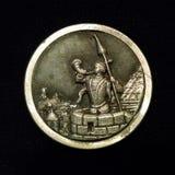 Trompetista del ` del botón del estaño del ` de Kraków contra fondo negro imagen de archivo
