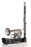 Trompette, clarinet et cas antiques photos stock