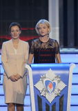 Trompez le champion olympique Svetlana Khorkina et commissaire du président de la Fédération de Russie du côté droit du c Images stock