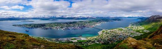 Tromso-Skyline auf vom Berg Stockfotografie
