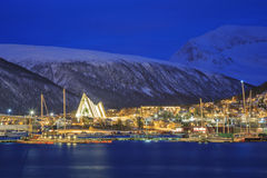 Tromso-Stadtbild an der Dämmerung Lizenzfreie Stockfotografie