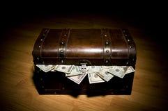 Tronco completamente do dinheiro fotos de stock royalty free