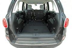 Tronco de carro com os assentos traseiros dobrados imagem de stock