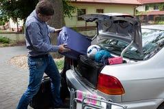 Tronco de coche por completo del equipaje Imágenes de archivo libres de regalías