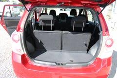 Tronco de coche Tronco de coche vacío Espacio del equipaje Abra el tronco de coche moderno limpio imagen de archivo libre de regalías
