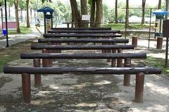 Tronco di legno per l'allungamento del parco delle parti del corpo Fotografia Stock
