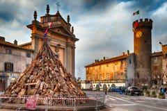 Troncos de árbol para la hoguera del santo Anthony Bagnaia Italy Fotos de archivo
